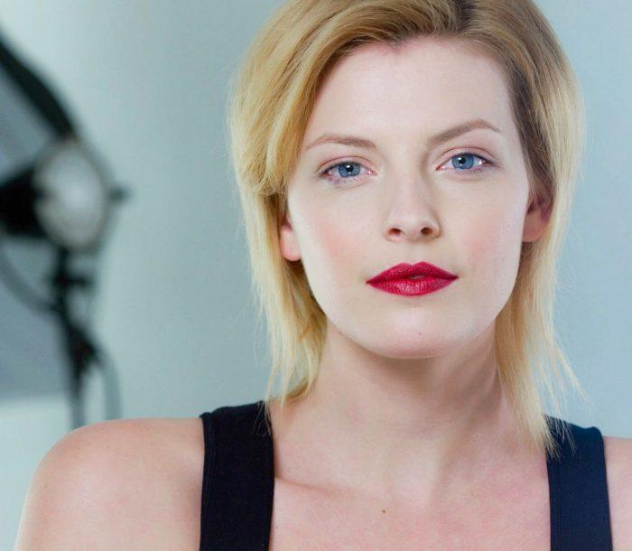 beauty photo of blonde model red lipstick