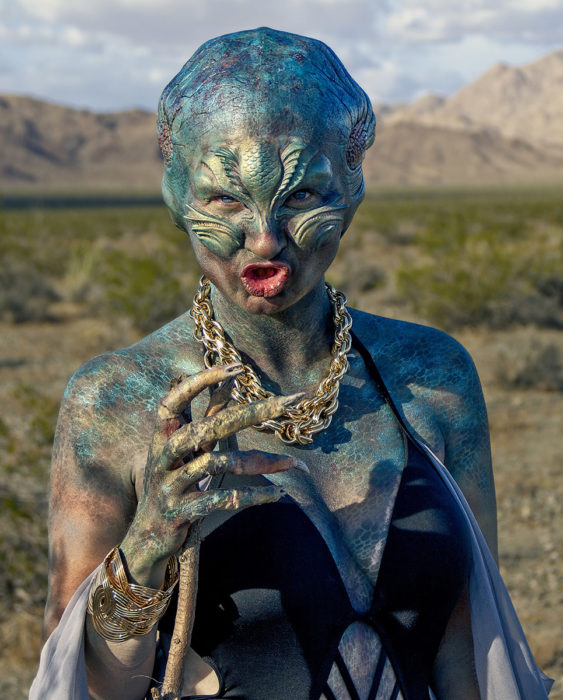 A hungry, thirsty lost alien walks in the desert